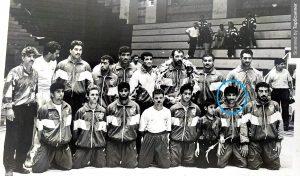 تیم کشتی آزاد دانشجویان ایران با مربیگری زندهیاد استاد جواد رفوگر، تهران(۱۳۷۳) دکتر عظیم لک